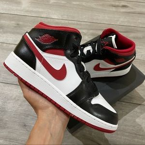 Air Jordan 1 Mid GS Gym Red